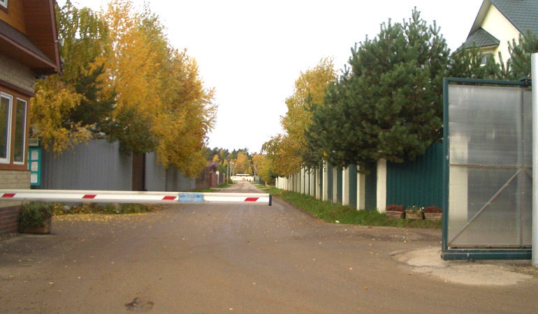 Уборка в коттеджном посёлке «Зеленый ветер»