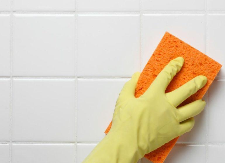 Профессиональная чистка швов плитки в помещении